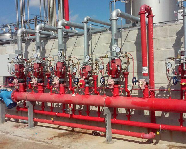 Agua pulverizada en tanques de almacenamiento inflamables y cargadero de cisternas en Murcia