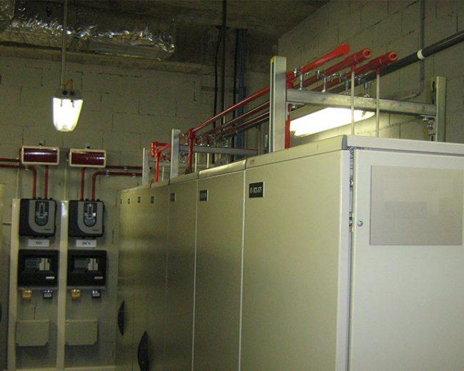 Sistema de protección contra incendios en interior de cuadros eléctricos mediante gas extintor